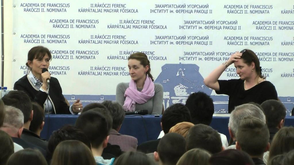 Lévai Anikó, Ugron Zsolna és Molnár-Bánffy Kata -- Fotó forrása: Youtube